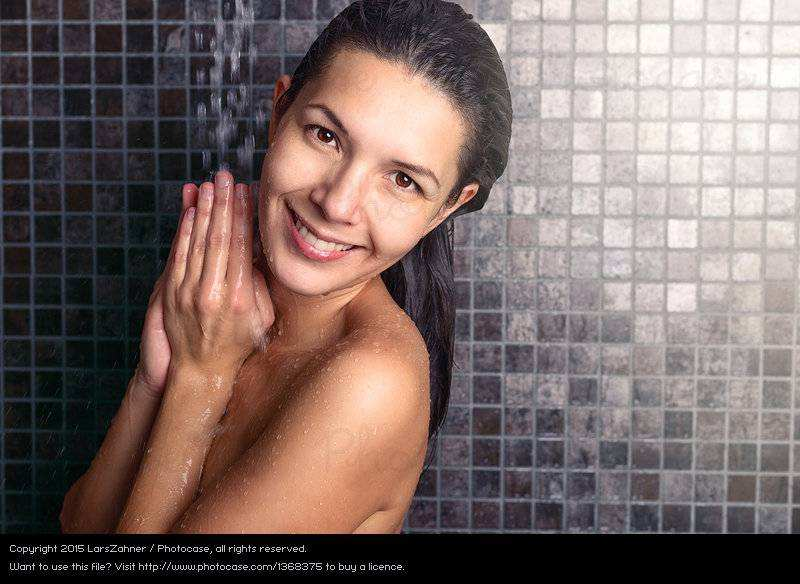Frauen In Der Dusche attractive Woman Washing Her Hair In the Shower A